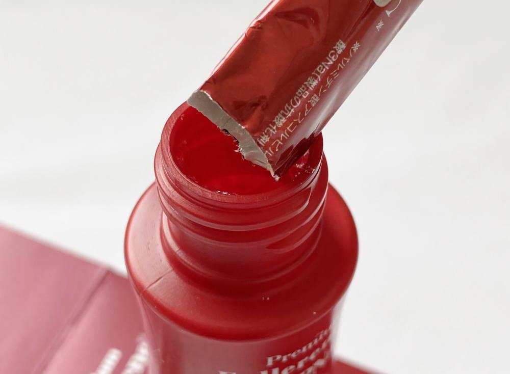 2剤式の美容液 液体にパウダーを入れる