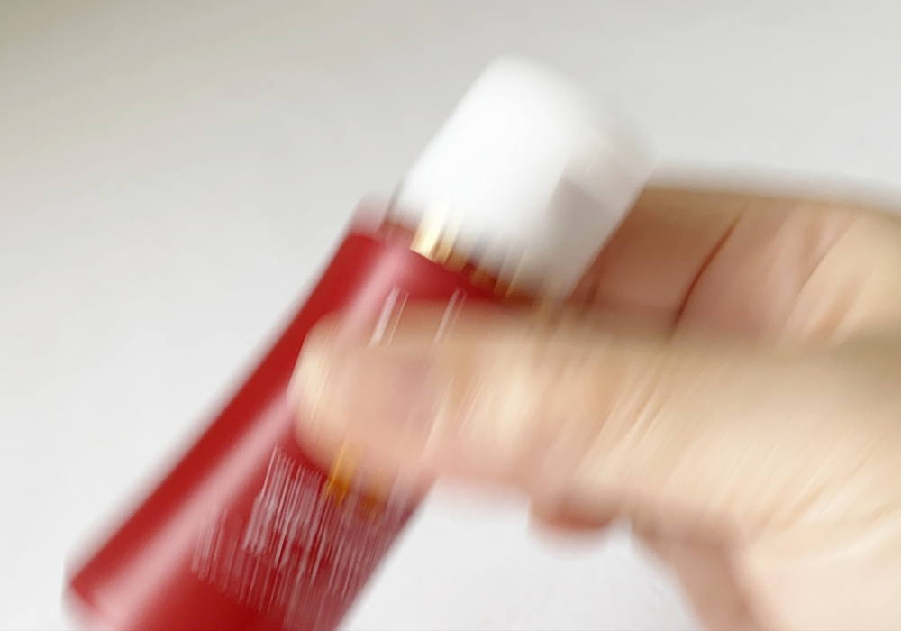 2剤式の美容液を振る
