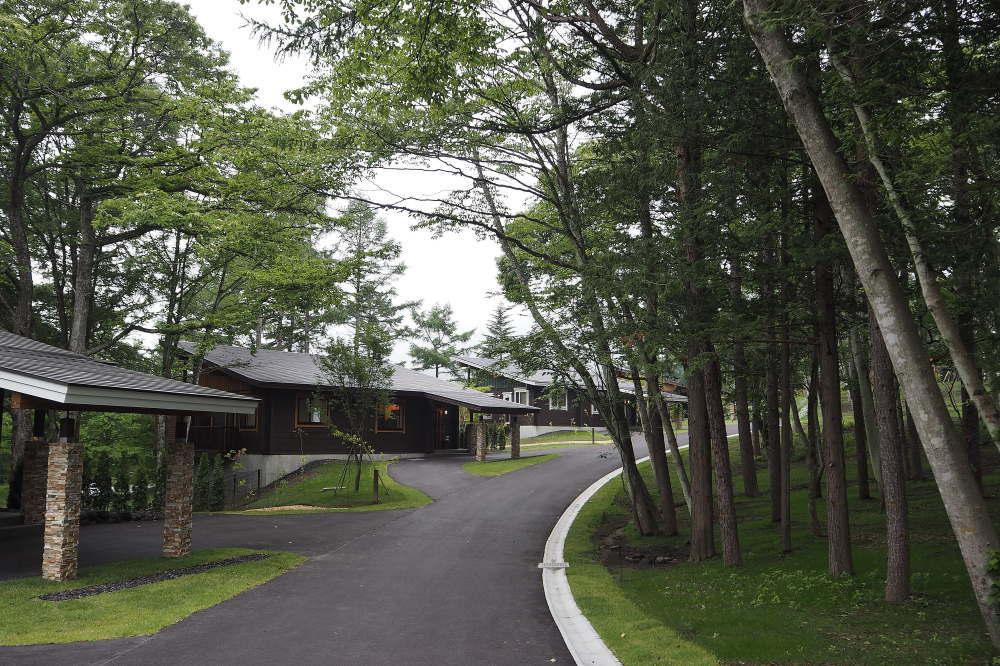 プリンス バケーション クラブ ヴィラ軽井沢浅間 建物の外観と敷地内の様子