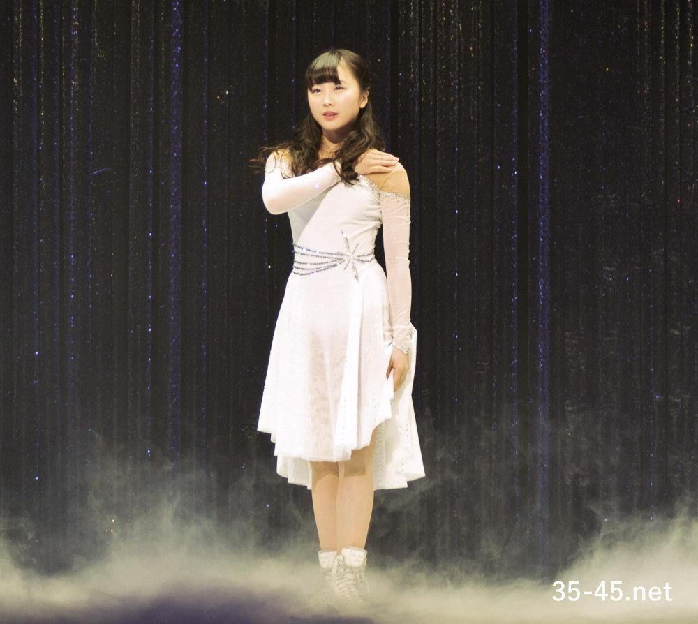 エルサの衣装を着る 本田望結