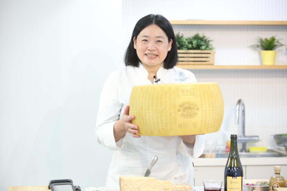 日本チーズアートフロマジェ協会副理事長の村瀬美幸