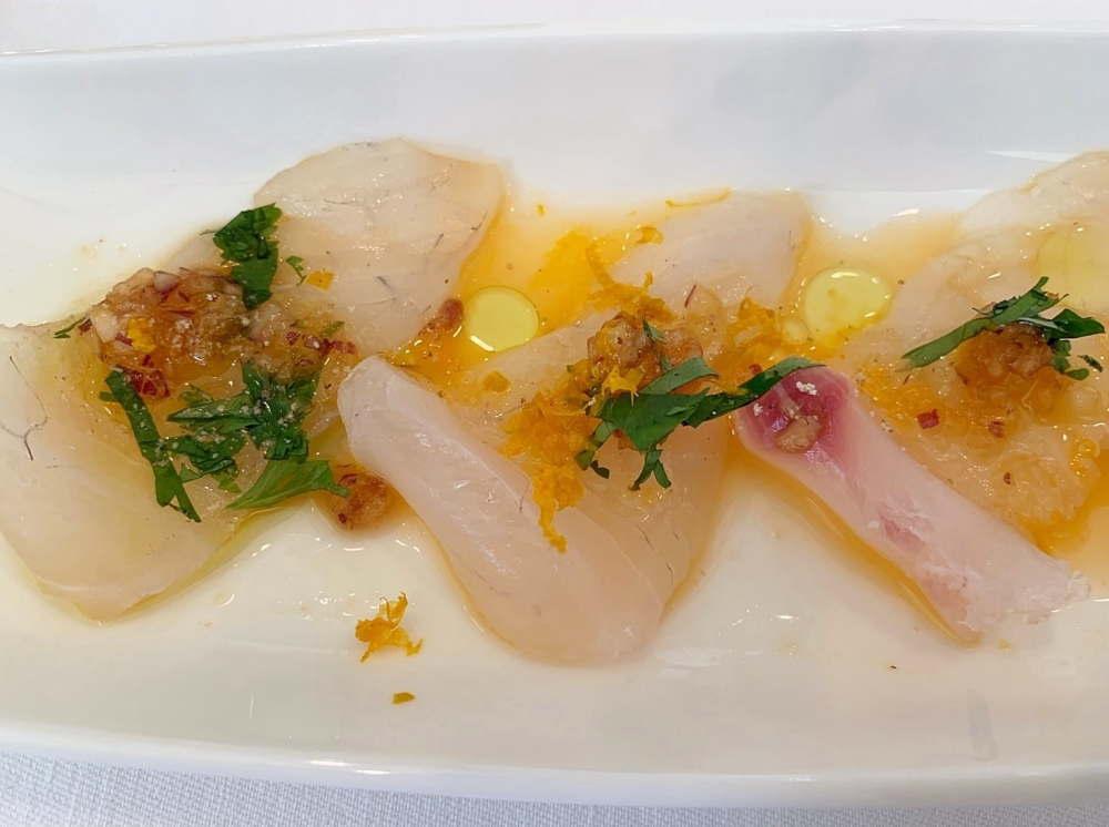 白身魚 レッドオニオン 香菜 すりおろしオレンジのカルパッチョ