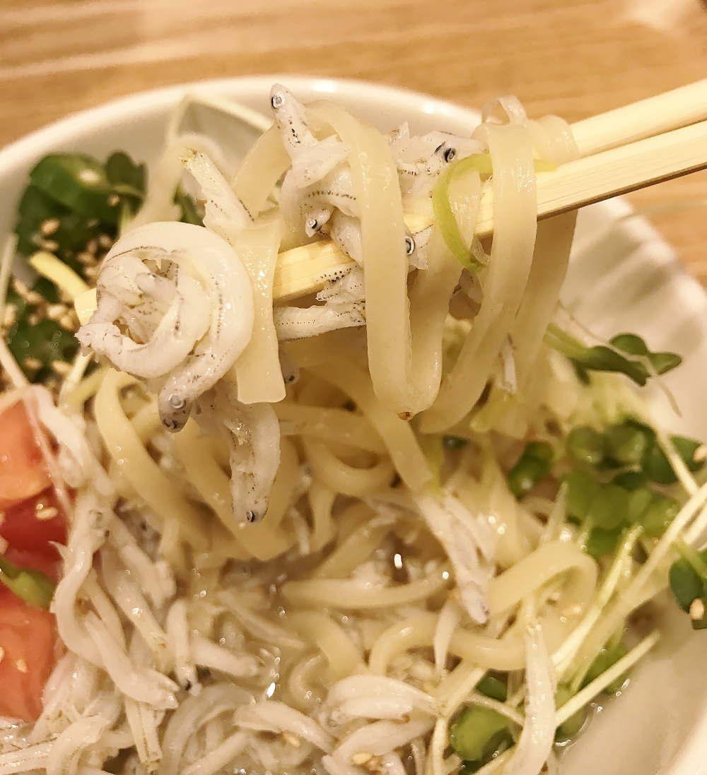 夏野菜とシラスの涼麺