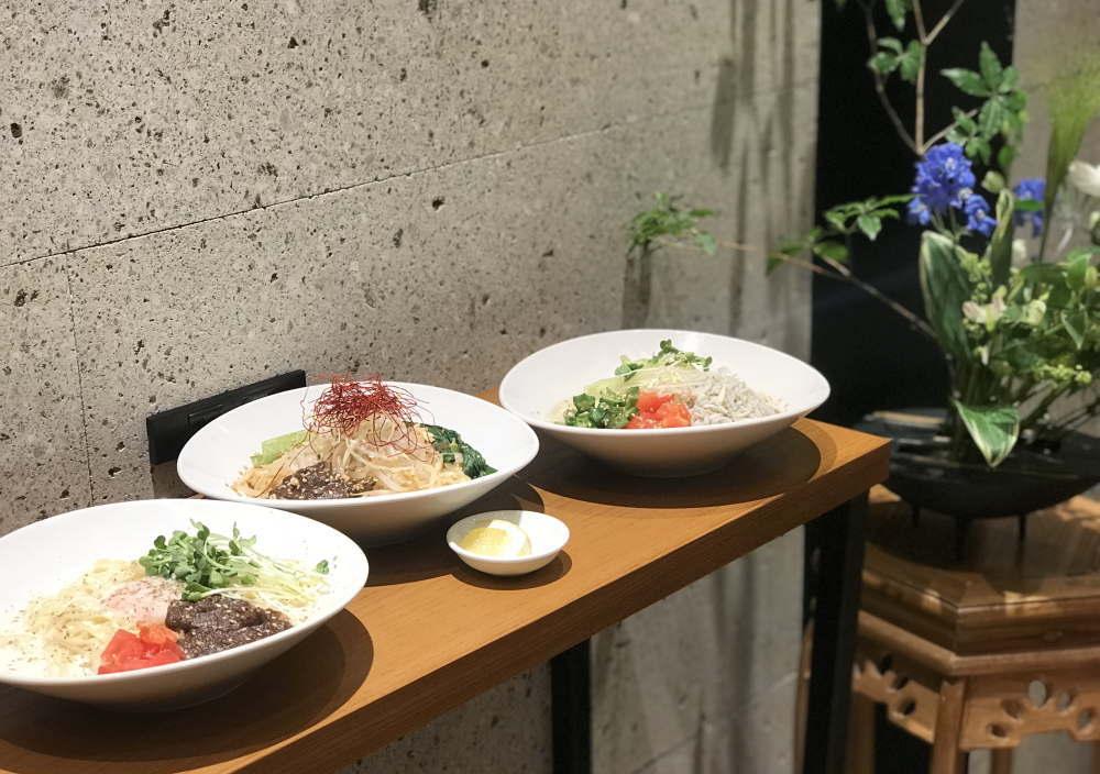 新メニュー「夏野菜とシラスの涼麺」、そして「温玉豆乳チーズ涼麺」