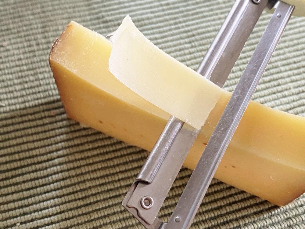 チーズをスライスする方法