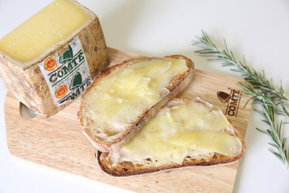 パンドカンパーニュとコンテチーズ