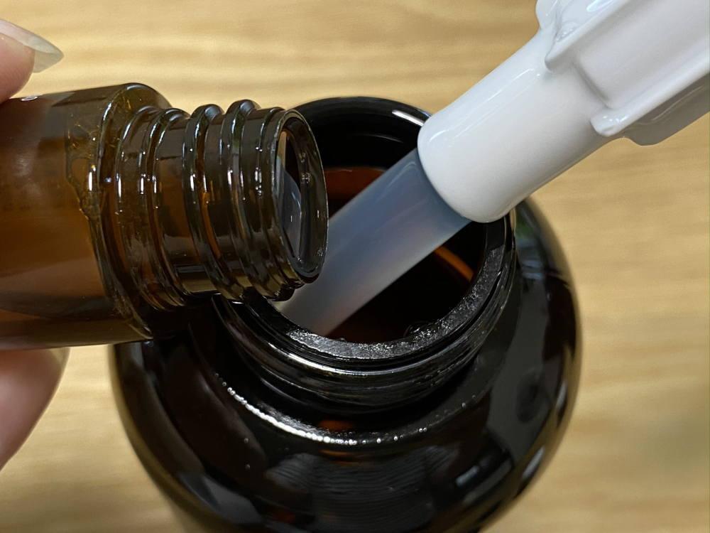 コンステラ シャンプーに有効成分のボトルを入れる
