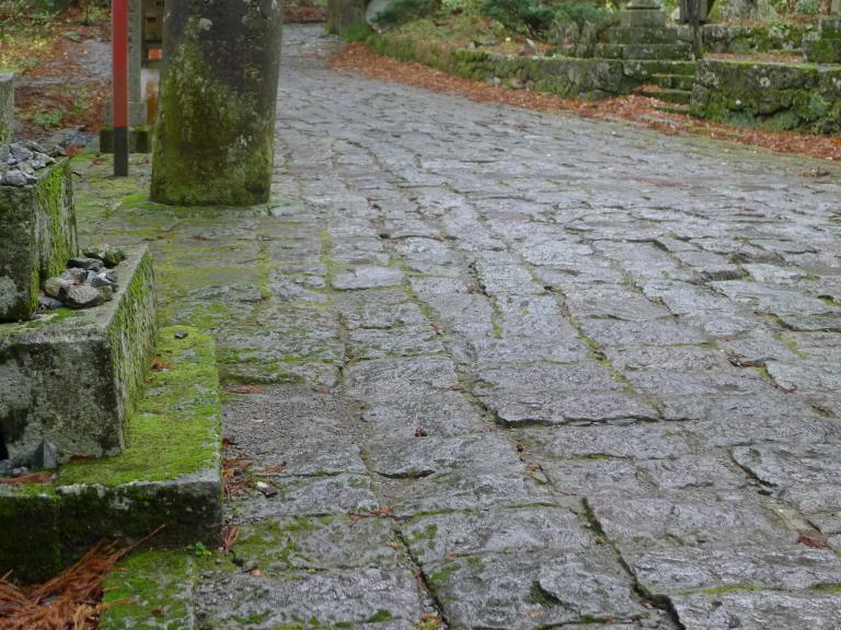 本一長い石畳の道