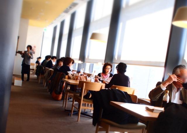 dd47食堂 店内 様子 写真