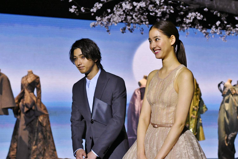 「ディオール、パリから日本へ」展 内覧会にてジャパンアンバサダーの2人 挨拶