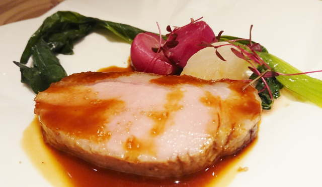 黒豚のロティ 小ネギ、赤カブ、白カブ、小松菜、紅大根