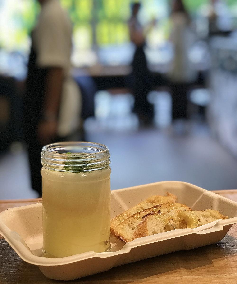 マッシュポテトと半熟卵をガラス瓶に詰めた「SLUT(スラット)」