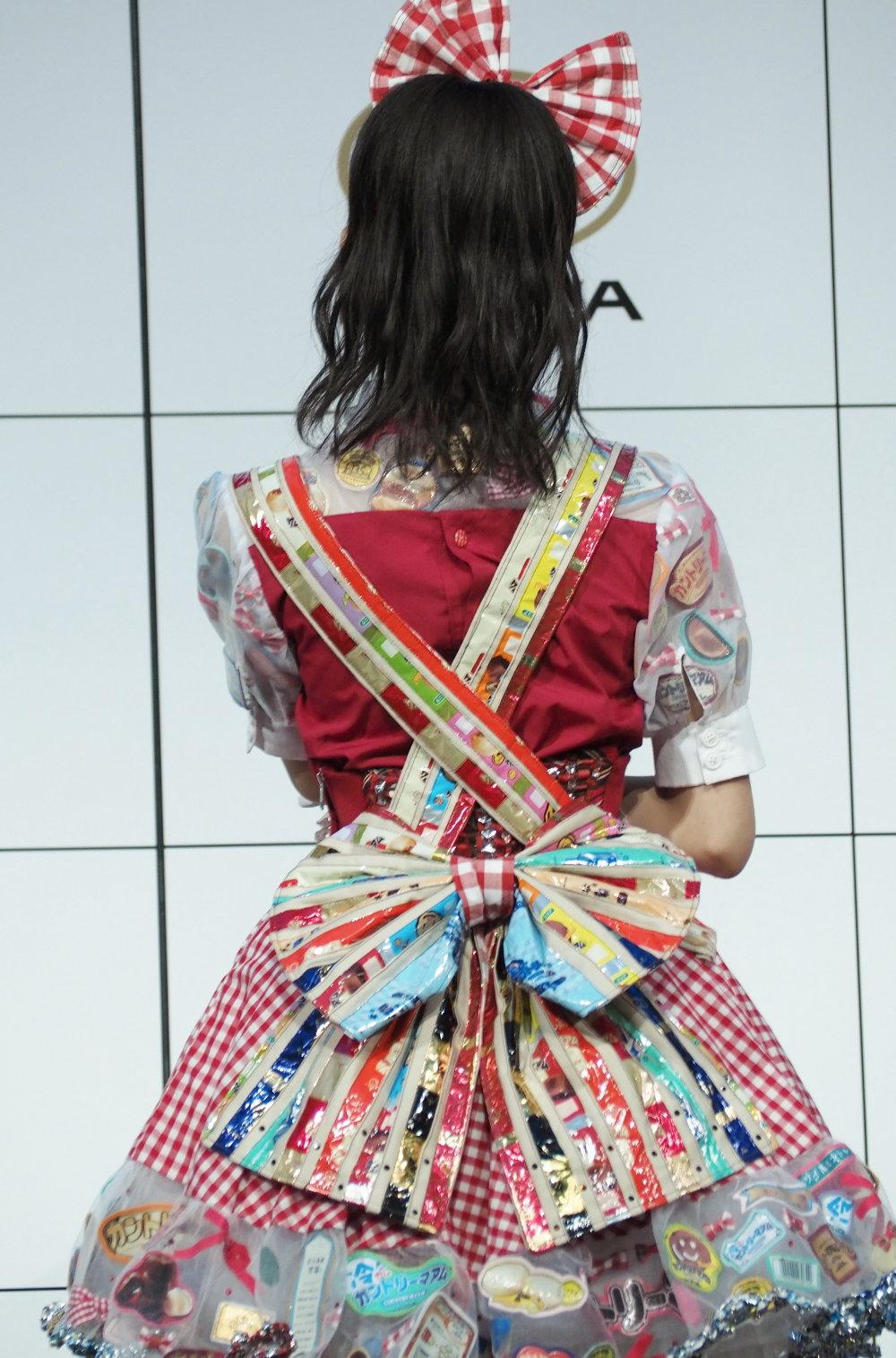 カントリーマアムの衣装を着るAKB48 小栗有以