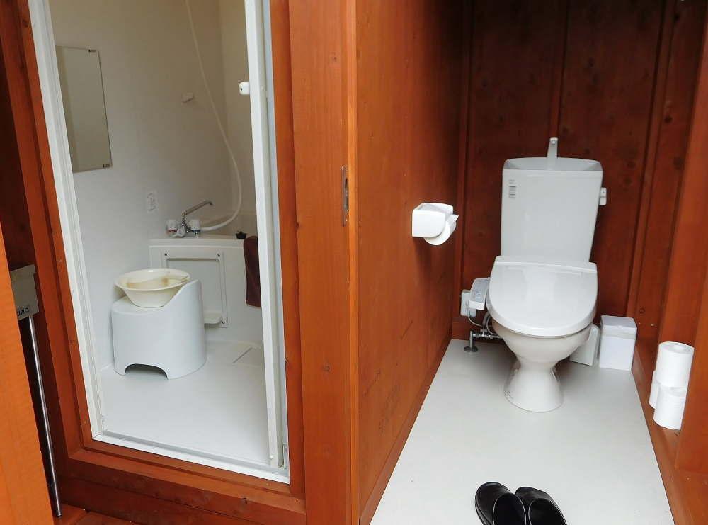 京都グランピング グリーンドーム トイレ バスタブ