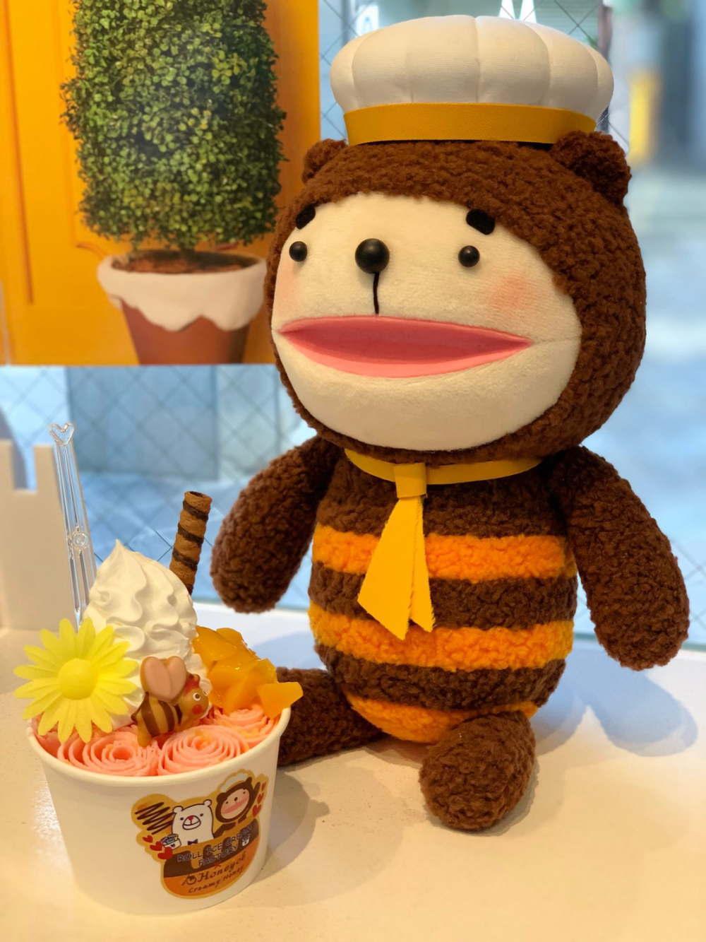 「ロールアイスクリームファクトリー」と「ハニーチェ」コラボカフェ