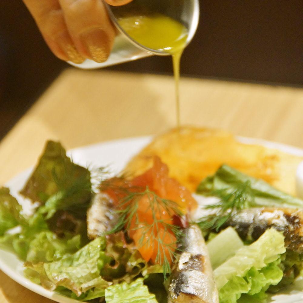 フレンチトーストとオイルサーディンのサラダ