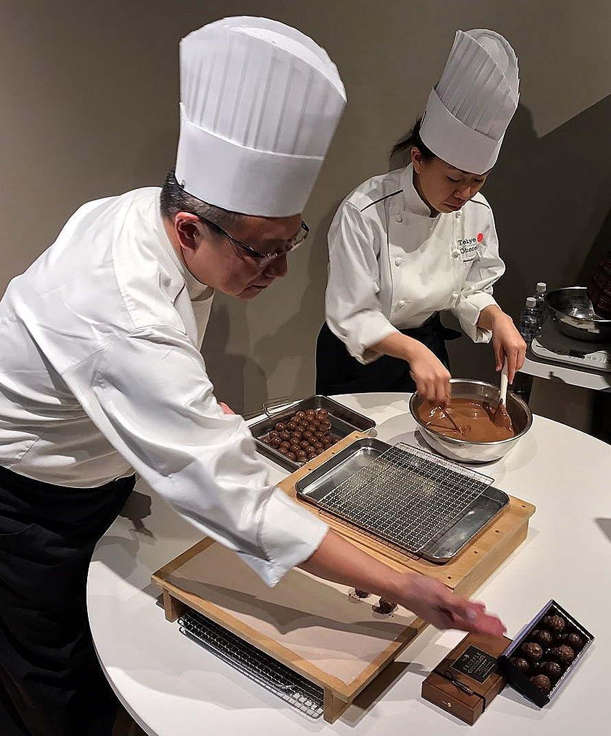トリュフチョコレートを作る大石ショコラティエ