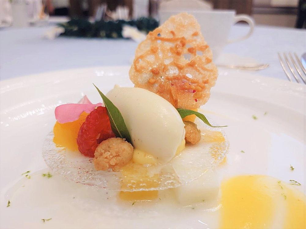 男澤佳菜のデザート「ピニャコラーダとレモンバーベナの爽やかな香り」