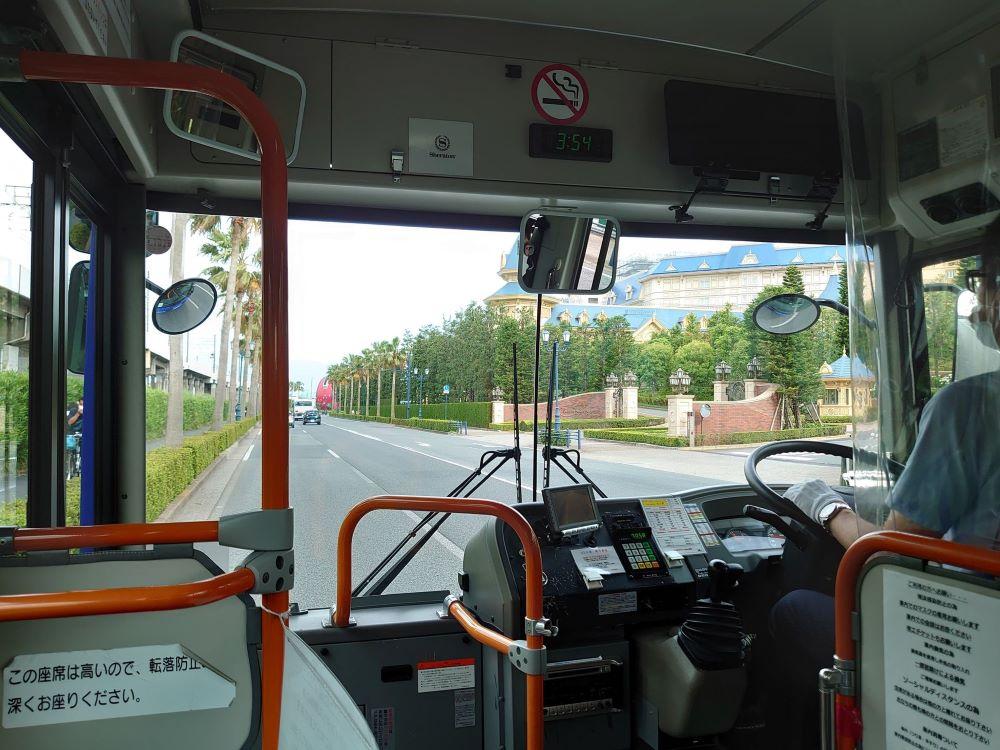 駅からバスでシェラトン・グランデ・トーキョー・ベイ・ホテル