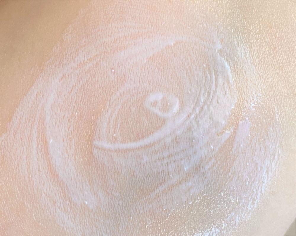 ノブ Ⅲ バリアクリーム UVのテクスチャ 使い心地