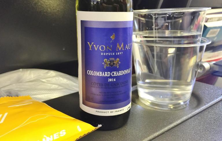 パリ行き 機内食 白ワイン