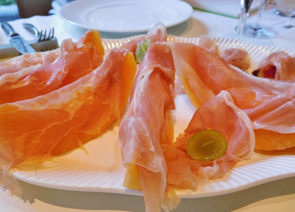パルマハムと季節の果物