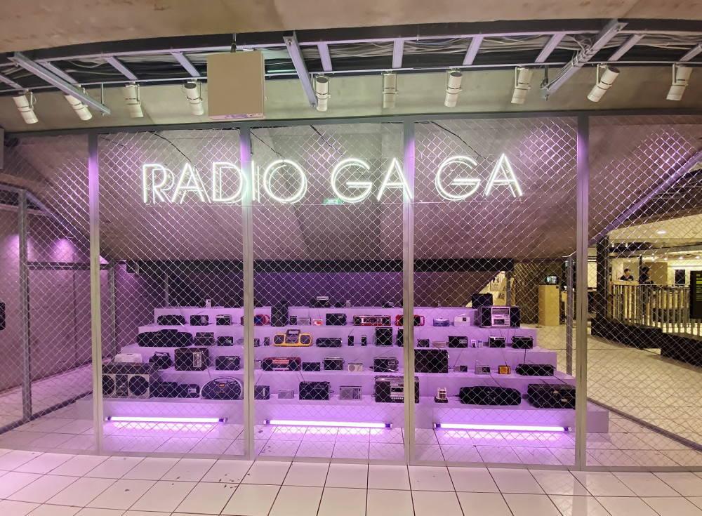 『RADIO GA GA – Radio Installation』(PARK B1 / 地下1階)