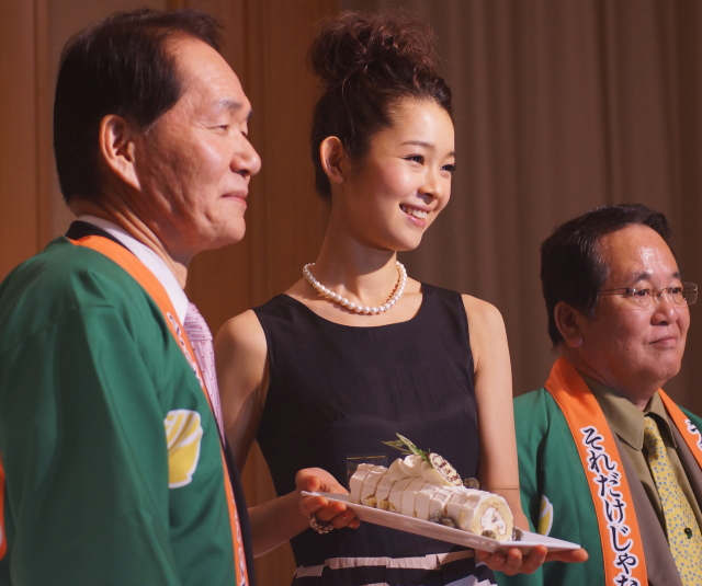 香川出身 女優 藤澤恵麻 うどん県県産品振興本部長