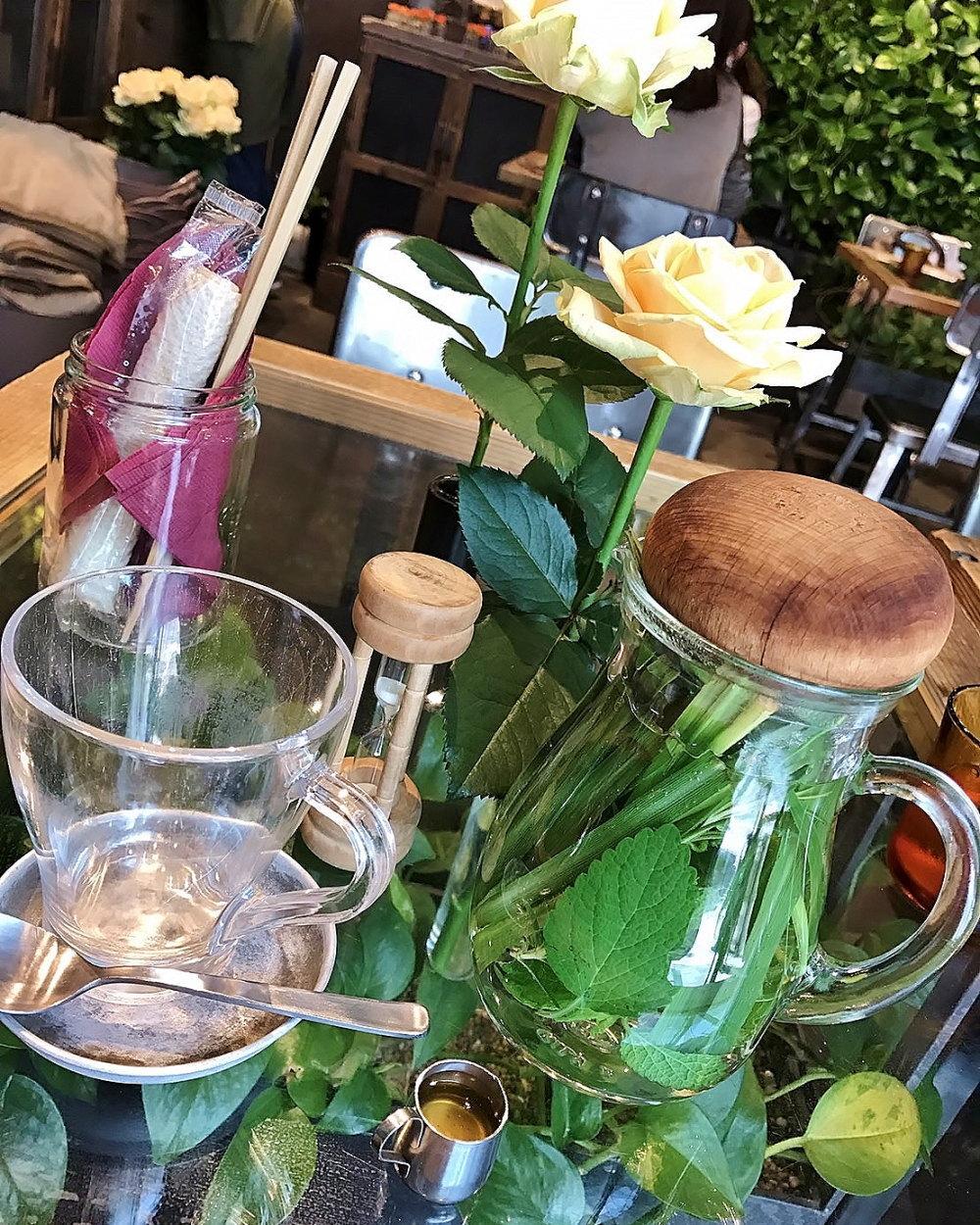 青山フラワーマーケット カフェ TEA HOUSE 店内写真