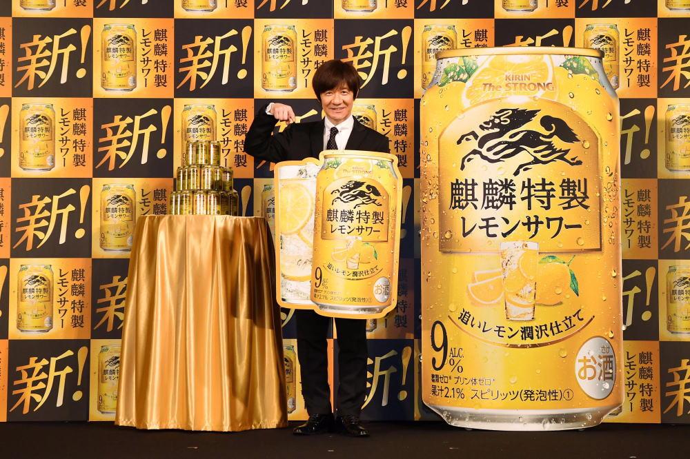 """「新!麒麟特製レモンサワー""""麒麟特製のつくり方""""体験会」にて内村光良さん乾杯!"""