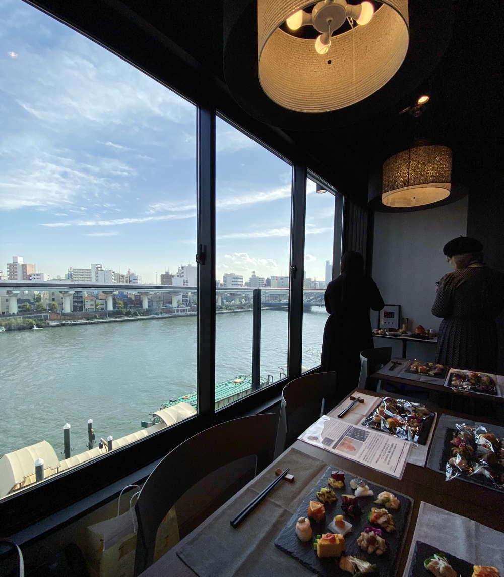 浅草 和色 店内の様子と窓からの眺め