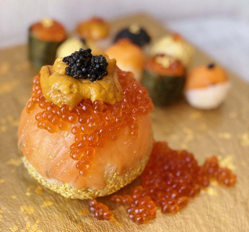 ウニ・キャビア・金箔などを贅沢に使った直径10cmの高級手まり寿司