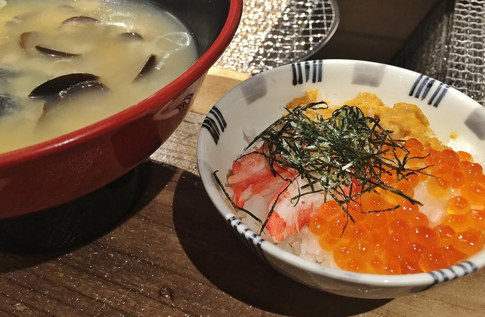 ウニ いくら カニ 海鮮丼 新橋